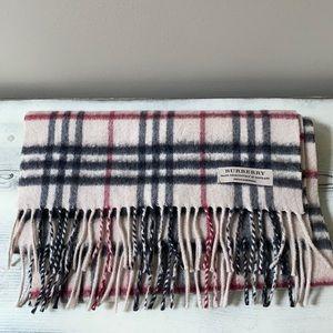 Classic Cashmere Burberry scarf